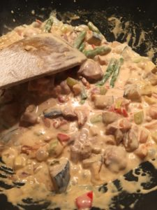 groenten in rode currykokossaus